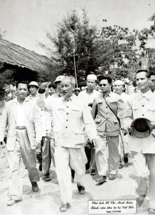 Bác Hồ về thăm Bệnh viện Đa khoa Trung ương Thái Nguyên 13/03/1960