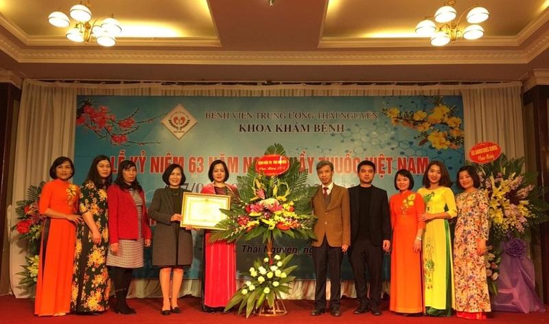 Khoa Khám bệnh Tổ chức Lễ kỷ niệm ngày Thầy thuốc Việt Nam và đón nhận Bằng khen của Thủ tướng Chính phủ