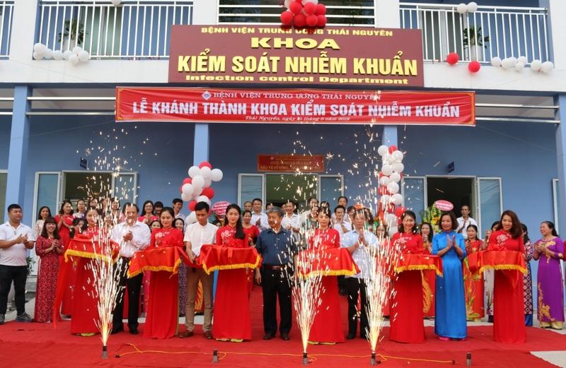 Lễ Khành thành khoa KSNK và Hoạt động Kiểm soát nhiễm khuẩn bệnh viện, nâng cao chất lượng điều trị và chăm sóc sức khỏe nhân dân