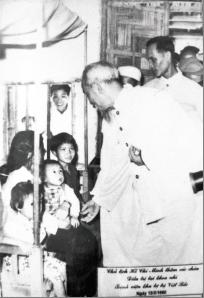Chủ tịch Hồ Chí Minh về thăm Bệnh viện ngày 13/3/1960